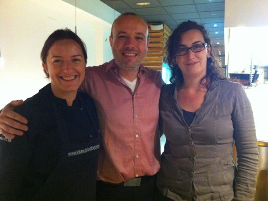 La Iolanda (izquierda) con Jacint y Ester